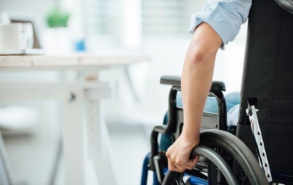 3 группа инвалидности: сколько платят работающим пенсионерам, ежемесячные выплаты