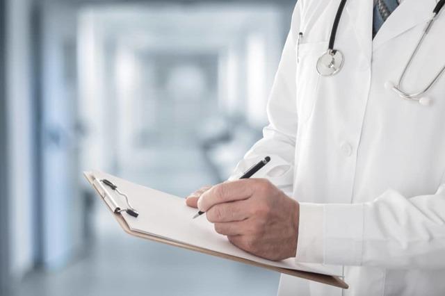 Может ли врач отказаться от пациента по закону: законодательная база для отказа