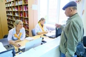 Можно ли обратиться в любую поликлинику по полису ОМС: обращение не по месту регистрации