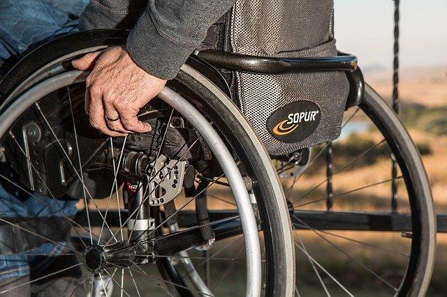 Пенсия по инвалидности 1 группы в России: расчет, доплата и ЕДВ для инвалидов