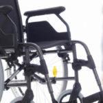 Нотариус на дом для инвалида: цена, льготы и скидки, где искать юриста