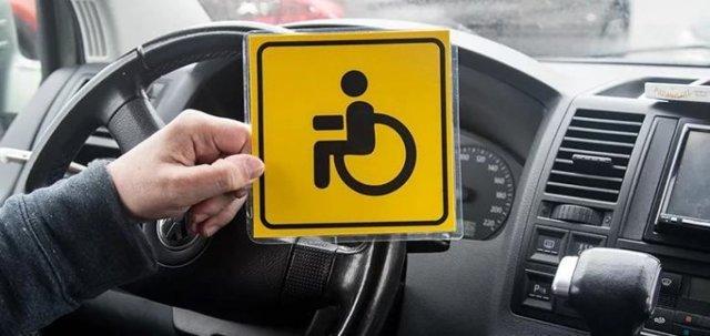 Налог на автомобиль для инвалидов в 2021 году: кому положен, как считать сбор на авто для разных групп, как оформить